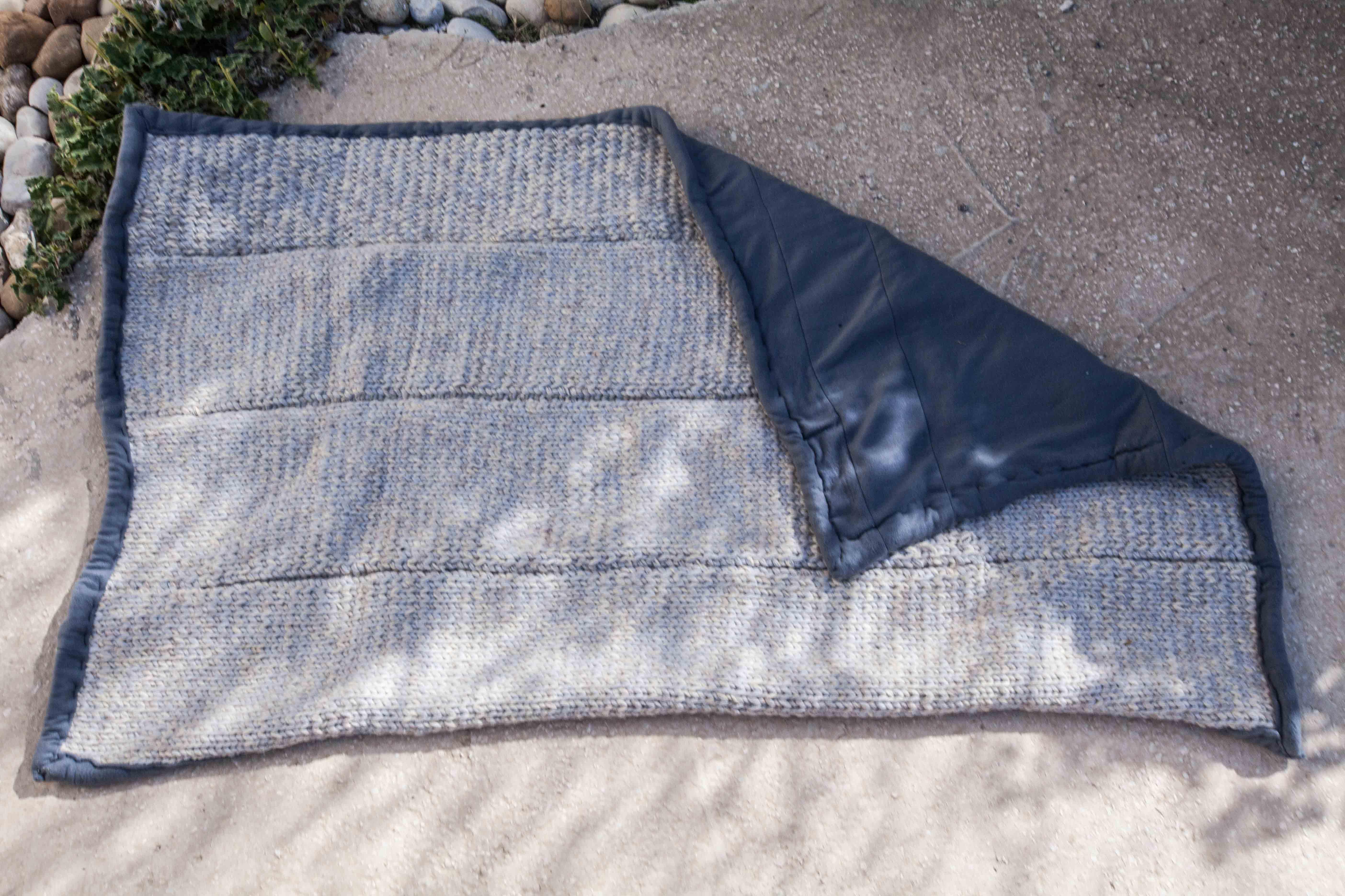 إعادة تدويرها الصوف بطانية - تصوير: حارث طبلت