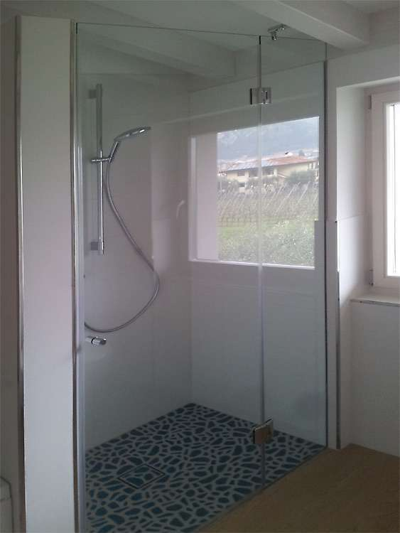 Porte automatiche in vetro arco trento santoni vetrisantoni vetri - Bagno con doccia davanti finestra ...