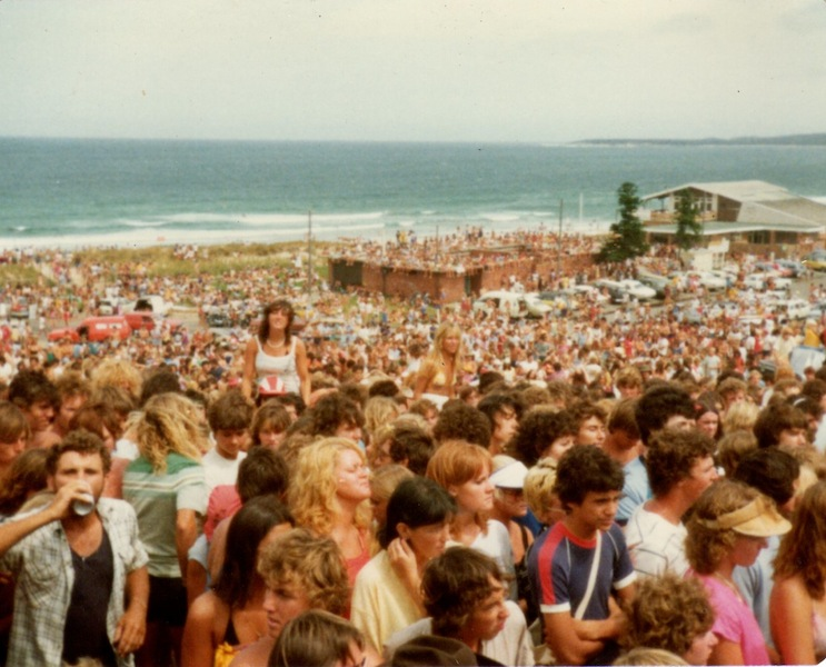 icehouse crowd on beach