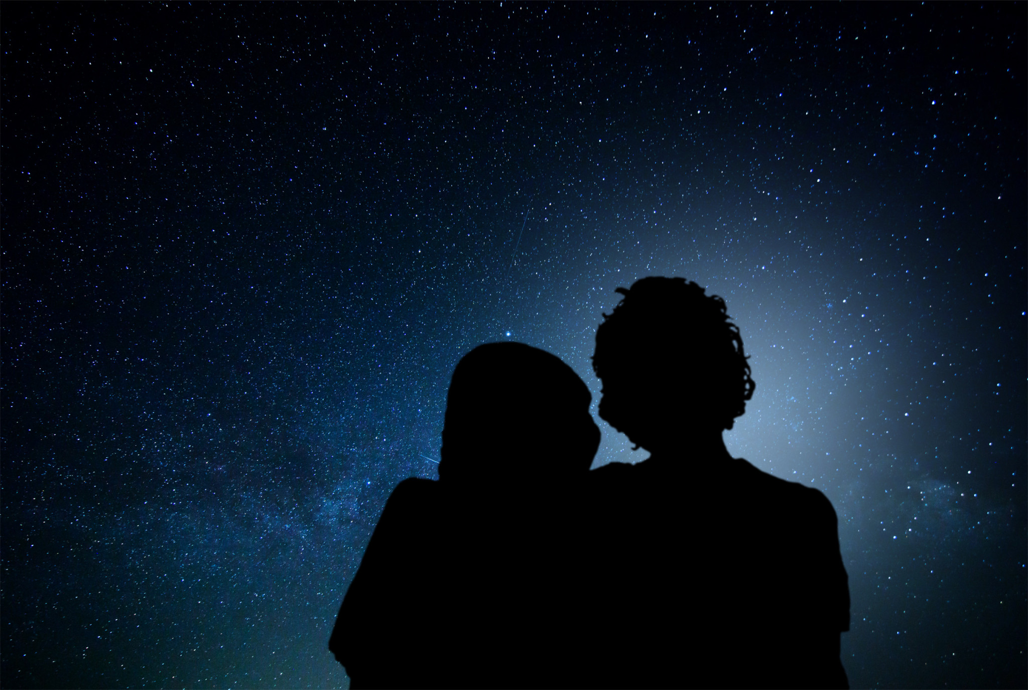 stockvault-romantic-couple-watching-the-stars176433
