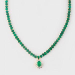 Impresionant colier cu pandantiv din aur alb, decorat cu smaralde si diamante