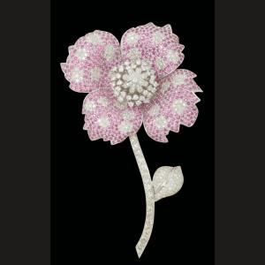 """""""Grande rose"""" - broşă din aur alb, decorată cu diamante clasice, roze şi rubine"""
