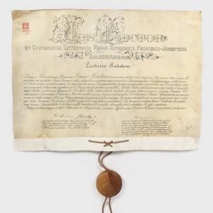 Diplomă de doctor în științe juridice și politice, emisă de Universitatea din Cluj în 1911, cu sigiliul original păstrat în cutie din lemn