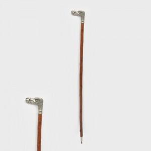 Alpenstock din lemn de bambus, cu mâner din argint, reprezentând un struț, începutul sec. XX