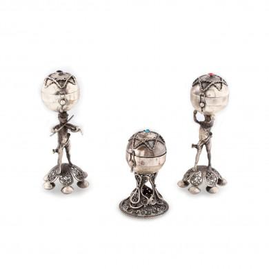Lot format din trei piese mapsutia din argint, decorate cu personaje și steaua lui David, prima jumătate a sec. XX