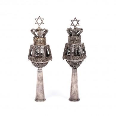 Pereche Rimonim pentru Tora, din argint, decorată cu steaua lui David, începutul sec. XX