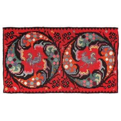 Covor tradițional moldovenesc, din lână, parietal, decorat cu doi cocoși și motive geometrice, prima jumătate a sec. XX