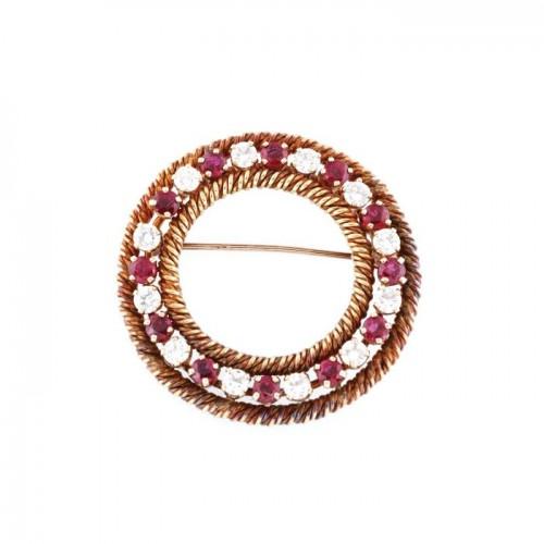 Broșă vintage din aur roșu, decorată cu rubine și diamante