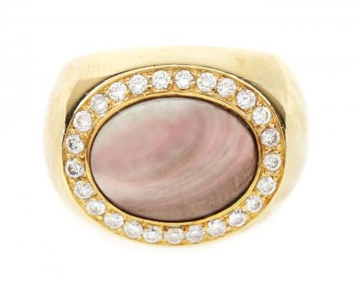 Inel din aur, decorat cu sidef și diamante