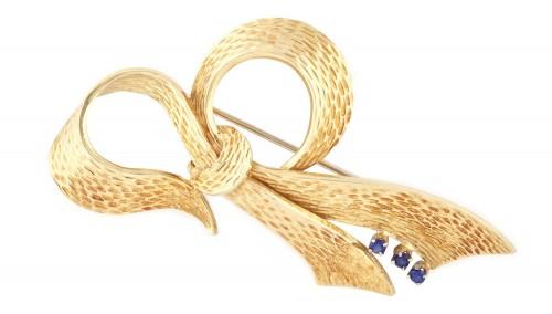 Broșă-fundiță din aur, decorată cu safire, cca. 1940-1950