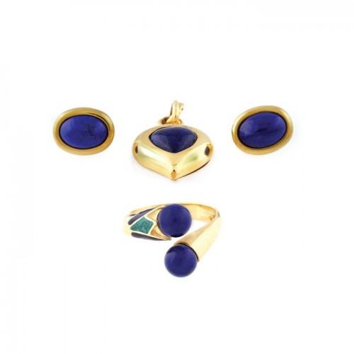 Set din aur, decorat cu Lapis Lazuli, compus din pereche de cercei, pandantiv și inel