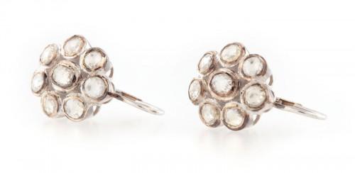 Pereche de cercei din aur, ornată cu flori de diamante