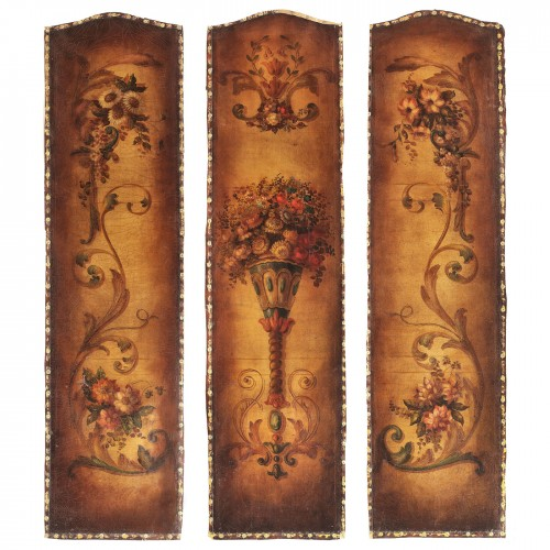 Triptic format din panouri din piele de Cordoba pictate cu decoruri florale, sec. XVIII