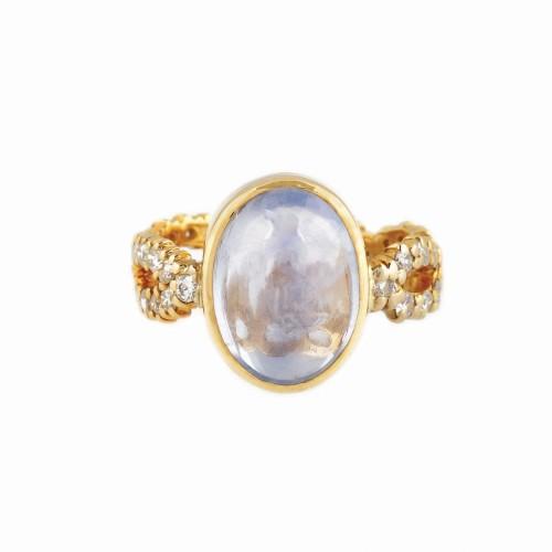 Inel din aur, decorat cu safir caboşon şi diamante