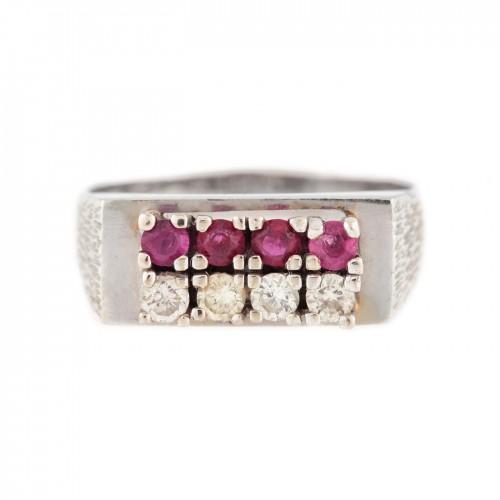 Inel din aur alb, ornat cu rubine și diamante