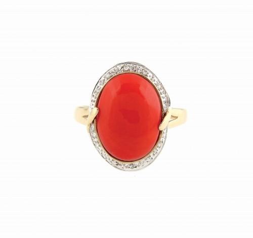 Inel Carlo Viani din aur, ornat cu coral și pavaj de diamante