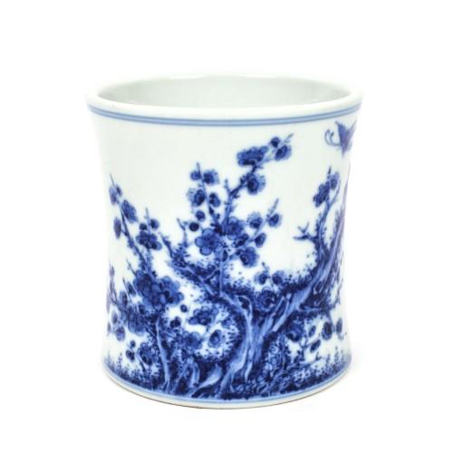 Vas pentru pensule, din porțelan pictat cu flori de prun și păsări, atribuit lui Wang Bu (1898-1968), marcat Guangxu, perioada Republicană, China, cca. 1912-1949