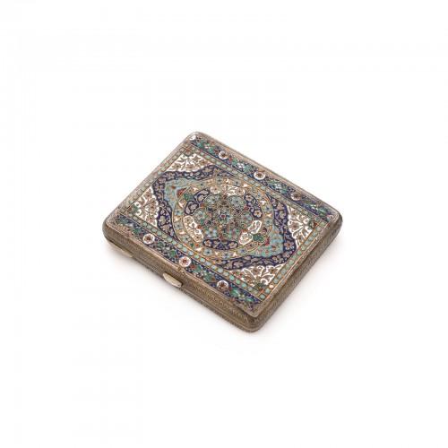 Tabacheră persană din argint, ornată cu emailuri colorate, prima jumătate a sec. XX