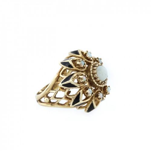 Inel din aur, decorat cu opale