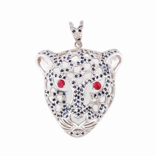 Pandantiv din argint, în forma unui cap de leopard pavat cu safire şi ochi din rubine