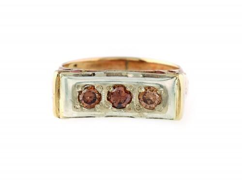 Inel din aur, realizat în manieră Art Deco, ornat cu diamante cognac