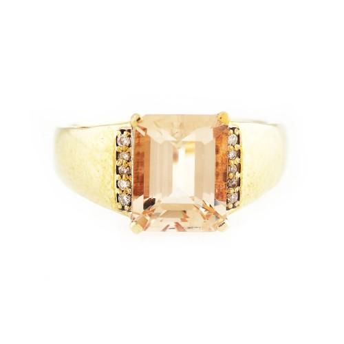 Inel din aur, decorat cu morganit și diamante