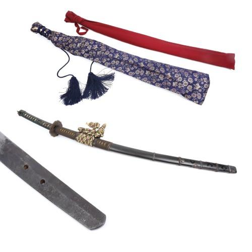 Sabie tip Tachi, realizată și semnată de maestrul Sukesada, în shirasaya, însoțită de koshirae, perioada Genki II, Japonia, 1571, cu certificat NBTHK