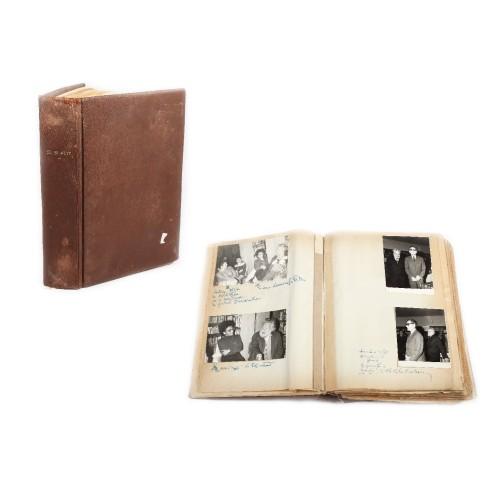 Album de amintiri al poetului Ștefan Popescu, cuprinzând fotografii inedite documentând viața și cariera poetului