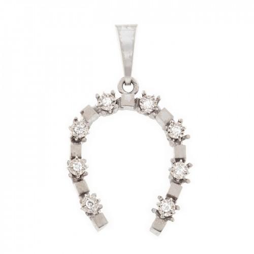 Pandantiv din aur alb, în formă de potcoavă, decorat cu diamante