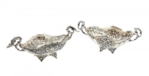 Pereche de vide-poche-uri din argint, cu model au repousse