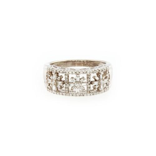 Inel din aur alb, ornat cu triadă florală din diamante