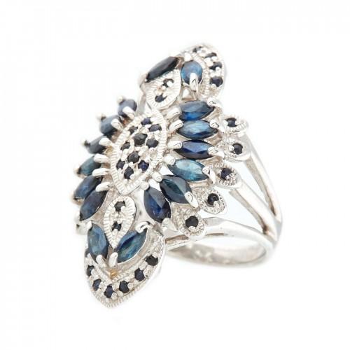 Inel din argint, decorat cu safire