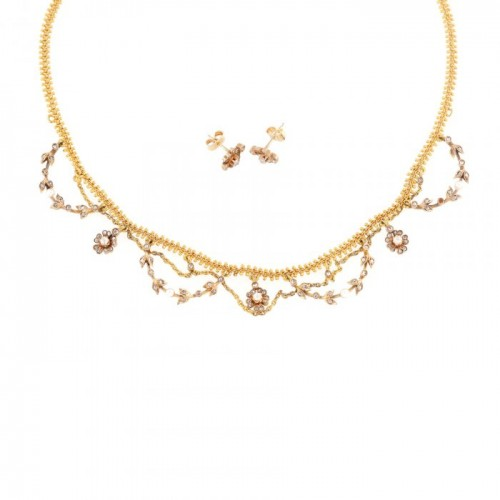 Demi-parure Belle Époque din aur, format din colier și pereche de cercei, ornat cu diamante și perle, cca. 1900