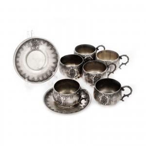 Deosebit serviciu format din șase cești cu farfurii, din argint Thibouville Albert, monogramate, cca. 1878-1898