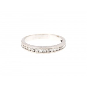 Inel din platină, decorat cu suită de diamante
