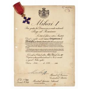 """Ordinul """"Mihai Viteazul"""" pe timp de război, model 1941, clasa III, însoţit de brevetul de acordare semnat de Mareşalul Ion Antonescu şi M.S. Regele Mihai I, în cutia originală"""