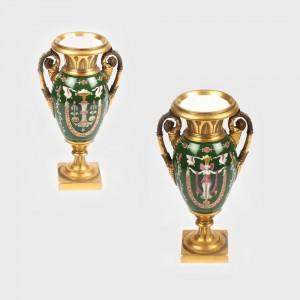 Vas decorativ în stil Empire, cu ornamentaţii egiptianiste pictate manual, sec. XIX