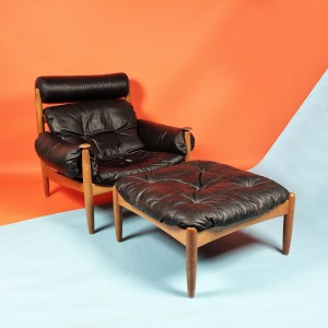 Fotoliu și taburet pentru lounge, din lemn de stejar, în manieră Sergio Rodrigues