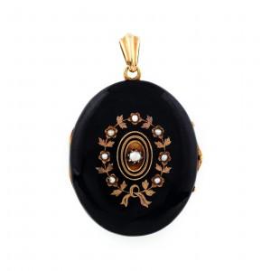 Medalion din aur, decorat în manieră victoriană, cu perle