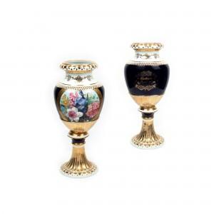 Urnă din porțelan primită cadou de Corneliu Vadim Tudor în 1998 cu ocazia împlinirii vârstei de 49 de ani