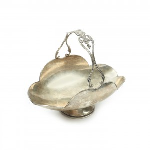 Coș din argint, având toarta ornată cu ruban floral