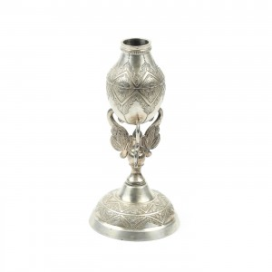 Sfeșnic din argint, ornat cu modele floral-vegetale