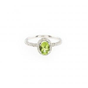 Inel din aur alb, ornat cu peridot și diamante