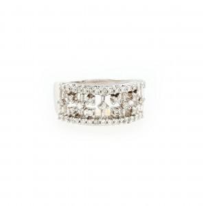 Inel din aur alb, ornat cu diamante
