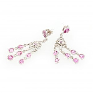 Pereche de cercei din aur alb, ornată cu safire roz şi diamante