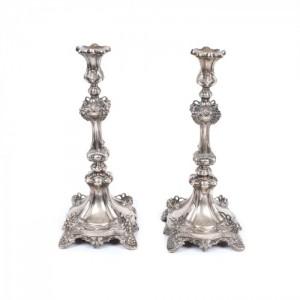 Pereche de sfeșnice cu decor vegetal, argintată, provine din colecția actriței Stela Popescu