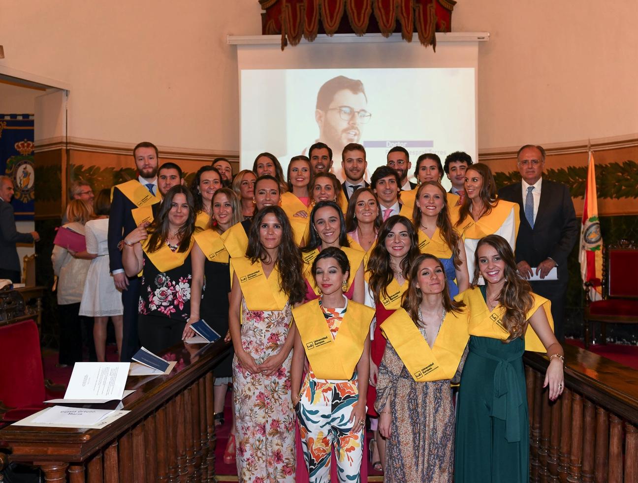 Se gradúa la tercera promoción de médicos formados en HLA Moncloa