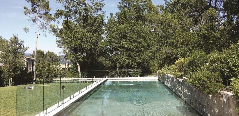 clôture-piscine-en-verre