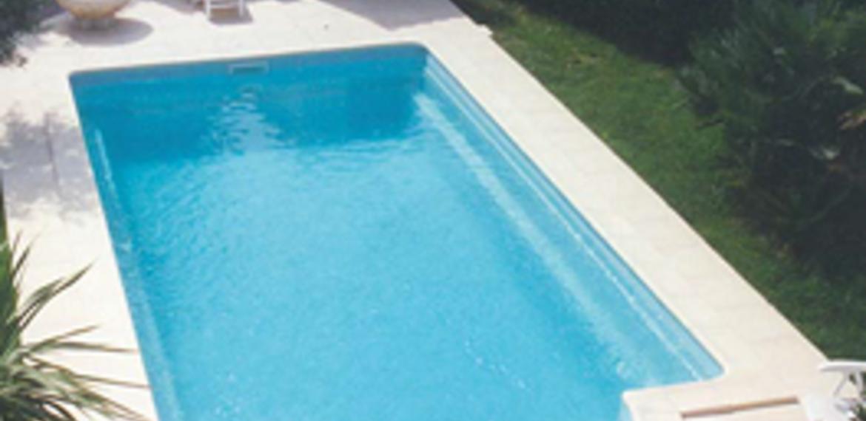 Piscine coque polyester installer sa piscine enterr e for Piscine enterree coque polyester