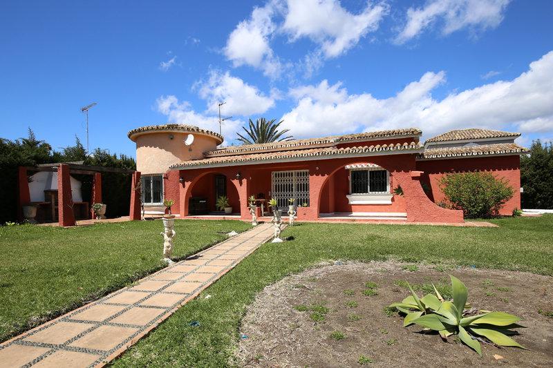 Ref:2436MLV Villa For Sale in Estepona